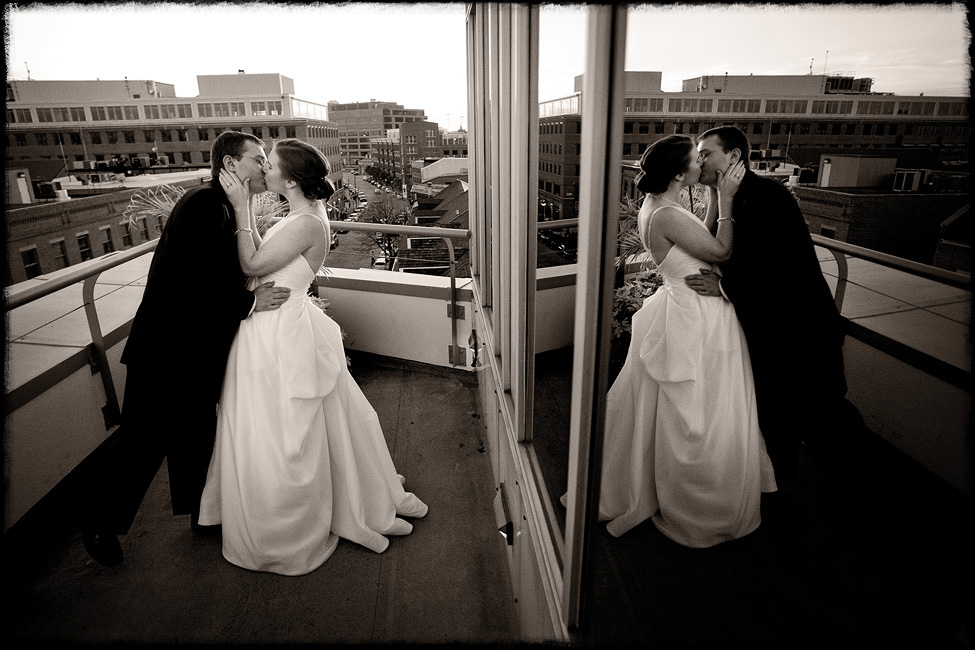 Baltimore-weddings-Anne-Micah-kiss